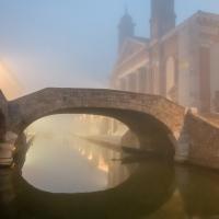 Suggestivo Ponte degli Sbirri nella nebbia - Vanni Lazzari - Comacchio (FE)
