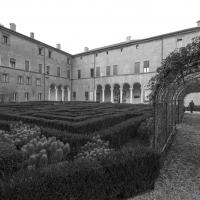 Il giardino con labirinto e il palazzo - Antonella Balboni - Ferrara (FE)