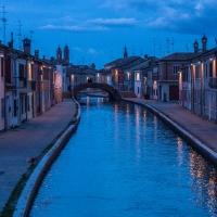 Ponte San Pietro nell'ora blu - Centro storico di Comacchio - Vanni Lazzari - Comacchio (FE)