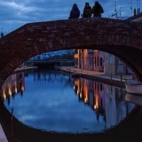 Ponte San Pietro nell'ora blu - - Vanni Lazzari - Comacchio (FE)