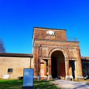 Delizia di Belriguardo - Torrione d'ingresso al castello foto di: |Alessandro Boninsegna| - Archivio fotografico del castello