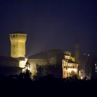 Castello di Levizzano Rangone visto da via Sapiana di notte ver1 - Steqqq - Castelvetro di Modena (MO)