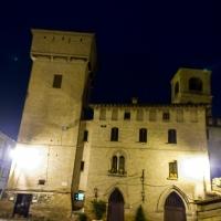 Torre delle Prigioni e Palazzo Rinaldi di Castelvetro di Modena di notte - Steqqq - Castelvetro di Modena (MO)