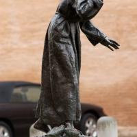 Vista laterale, statua di S.Francesco - Massimiliano Marsiglietti - Modena (MO)