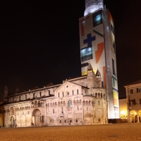Duomo e Ghirlandina coperta dal Telo del Paladino - Giandobert - Modena (MO)