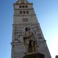 Torre Ghirlandina di Modena dal basso 1 - Matteolel - Modena (MO)