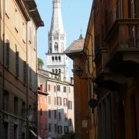 La Ghirlandina vista da via CARTERIA - Frinza - Modena (MO)