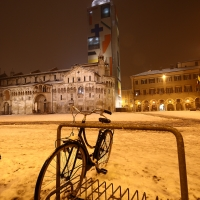 Neve in Piazza Grande Duomo e Ghirlandina coperta dal Telo del Paladino - Giandobert - Modena (MO)