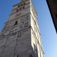 Torre Ghirlandina di Modena dal basso 3 - Matteolel - Modena (MO)