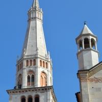 Ghirlandina e una delle torrette sulla facciata del Duomo - Valeriamaramotti - Modena (MO)