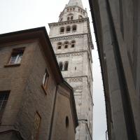 Duomo di Modena, veduta della torre campanaria da una via adiacente - Giuch86 - Modena (MO)