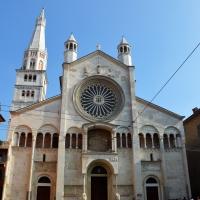 La facciata del Duomo con il caratteristico rosone gotico - Valeriamaramotti - Modena (MO)