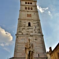 Torre Ghirlandina e Alessandro Tassoni - Giorgia Violini - Modena (MO)