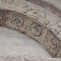Duomo modena estero particolare porta posteriore con figura Galvano - Manesti - Modena (MO)