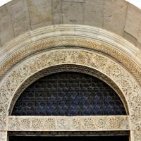 Dettaglio dell?architrave del portale della facciata del duomo di modena 1 - Mongolo1984 - Modena (MO)