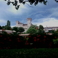 Rocca di vignola tra fiori e tempesta - Manuel.frassinetti - Vignola (MO)