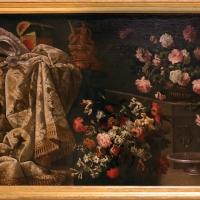 Adeodato zuccati (attr.), natura morta con fiori, stoffe e bicchieri, 1710 ca - Sailko - Modena (MO)