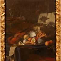 Cristoforo munari, natura morta con violino, frutta e bicchieri, 1706 ca - Sailko - Modena (MO)