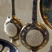 Manifattura veneziana, fiasche in rame smaltato e dorato, xv secolo - Sailko - Modena (MO)