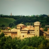 20170515140736-01 veduta Rocca con sulle alture il campanile di Castelvetro - Massimo F. Dondi - Vignola (MO)