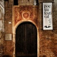 20170914225809-01 veduta notturna ingresso alla Rocca durante il festival della poesia - Massimo F. Dondi - Vignola (MO)