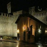 20170914225809-01 veduta notturna della Rocchetta con il centro di documentazione fondazione Rocca di Vignola - Massimo F. Dondi - Vignola (MO)