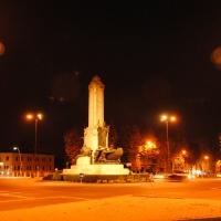 Monumento ai pontieri in notturna - Phabius - Piacenza (PC)