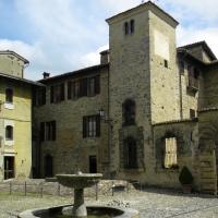La Piazza Centrale di Vigoleno - Annalisa.Caretto - Vernasca (PC)