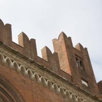 Merlature di palazzo gotico - Filmarche - Piacenza (PC)