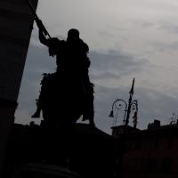 Statua equestre di destra al tramonto - Filmarche - Piacenza (PC)