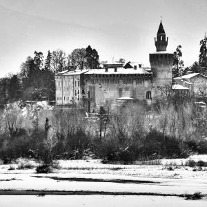Castello di Rivalta - Veduta del  castello e del borgo foto di: Arrisi - Fondazione Zanardi Landi