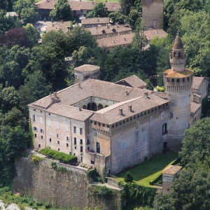 Castello di Rivalta - Veduta del  castello e del borgo foto di: Giulia Pilotta - Fondazione Zanardi Landi