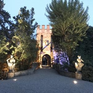 Castello di Gropparello - Castello di Gropparello - la facciata con il ponte levatoio foto di: |Rita Trecci Gibelli| - Archivio fotografico del castello