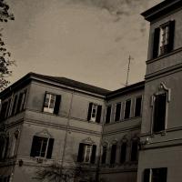 Palazzo all'interno del Parco a Parma - Paperkat - Parma (PR)