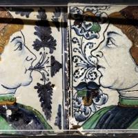 Bottega pesarese, pavimento maiolicato dal monastero di san paolo a parma, 1470-82 ca., busti di profilo affrontati - Sailko - Parma (PR)