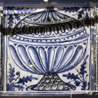 Bottega pesarese, pavimento maiolicato dal monastero di san paolo a parma, 1470-82 ca., coppe con cuore trafitto, coperchio o frutta - Sailko - Parma (PR)