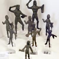 Bronzetti etruschi con ercole in assalto, con clava o leontè, 01 - Sailko - Parma (PR)