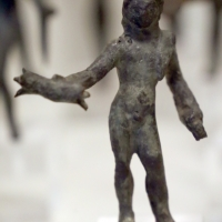 Bronzetto etrusco con veiove che tiene i fulmini nella mano destra - Sailko - Parma (PR)
