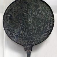 Etruria, specchio con incisioni mitologiche e manico configurato, III-II secolo ac. 04 - Sailko - Parma (PR)