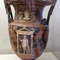 Cratere apulo a volute con scene di culto funerario di guerriero eroizzato, 350 ac ca - Sailko - Parma (PR)