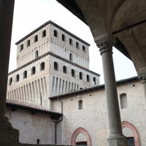 Castello di Torrechiara - Castello di Torrechiara, loggiato e torre del leone foto di: |Sebastian Corradi| - Comune di Langhirano