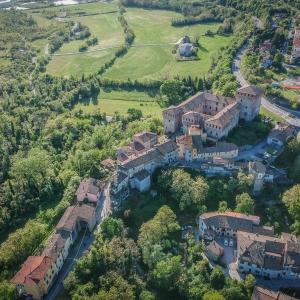 Castello di Varano de' Melegari - Panoramica alta foto di: |Matteo Orlandi - Fotodigital Salso| - Matteo Orlandi - Fotodigital Salso