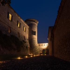 Castello di Scipione dei Marchesi Pallavicino - Castello di Scipione dei Marchesi Pallavicino - Cortile d'onore in notturna foto di: |Foto Bocelli - Castello di Scipione| - Castello di Scipione