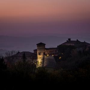 Castello di Scipione dei Marchesi Pallavicino - Castello di Scipione dei Marchesi Pallavicino - Panoramica notturna foto di: |Foto Bocelli - Castello di Scipione| - Castello di Scipione