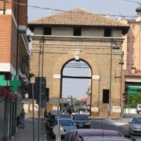 Porta serrata da lontano - Montanarigiorgio - Ravenna (RA)
