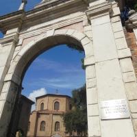 Vista della Basilica San Vitale dal Portale Monumentale - Robertakool - Ravenna (RA)