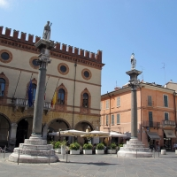 Ravenna, piazza del popolo, colonne di pietro lombardo, 1483, 00 - Sailko - Ravenna (RA)