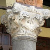 Ravenna, piazza del popolo, loggia nova, capitelli del tempo di teodorico 01 - Sailko - Ravenna (RA)
