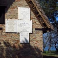 Le targhe affisse sul Capanno Garibaldi - Flavia Scagni - Ravenna (RA)