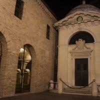 Tomba di Dante e ingresso a Chiostro Francescano - Matt.giocoliere - Ravenna (RA)